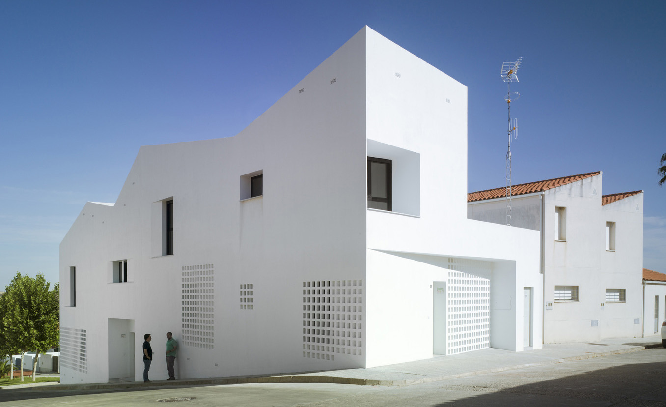 3+2 House1.jpg